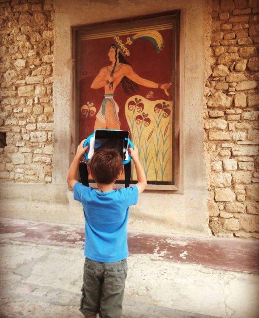Knossos-palace-tour-kid-tablet-3d-app