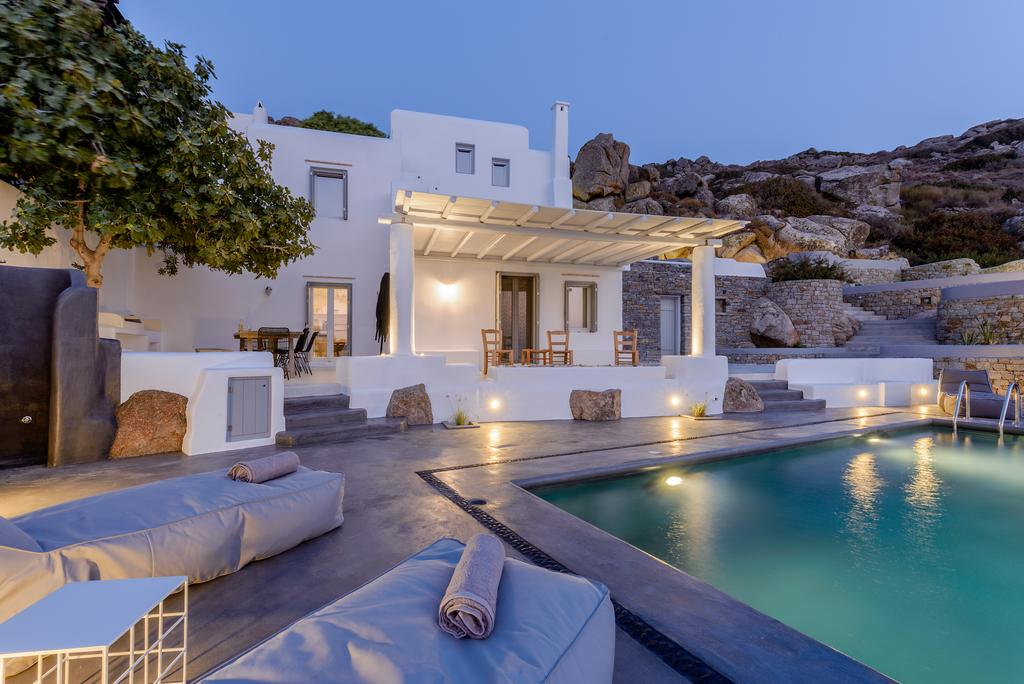 Orkos 2 family villa Naxos island Venti kids love greece accommodation for families