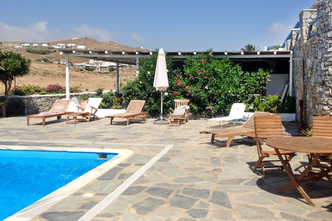 cyclades kids love greece cosy family vacation maisonette in Kalafatis Mykonos island accommodation for families