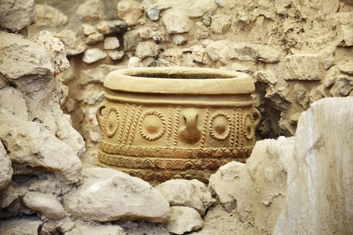 pottery found in Knossos palace KidsLoveGreece.com