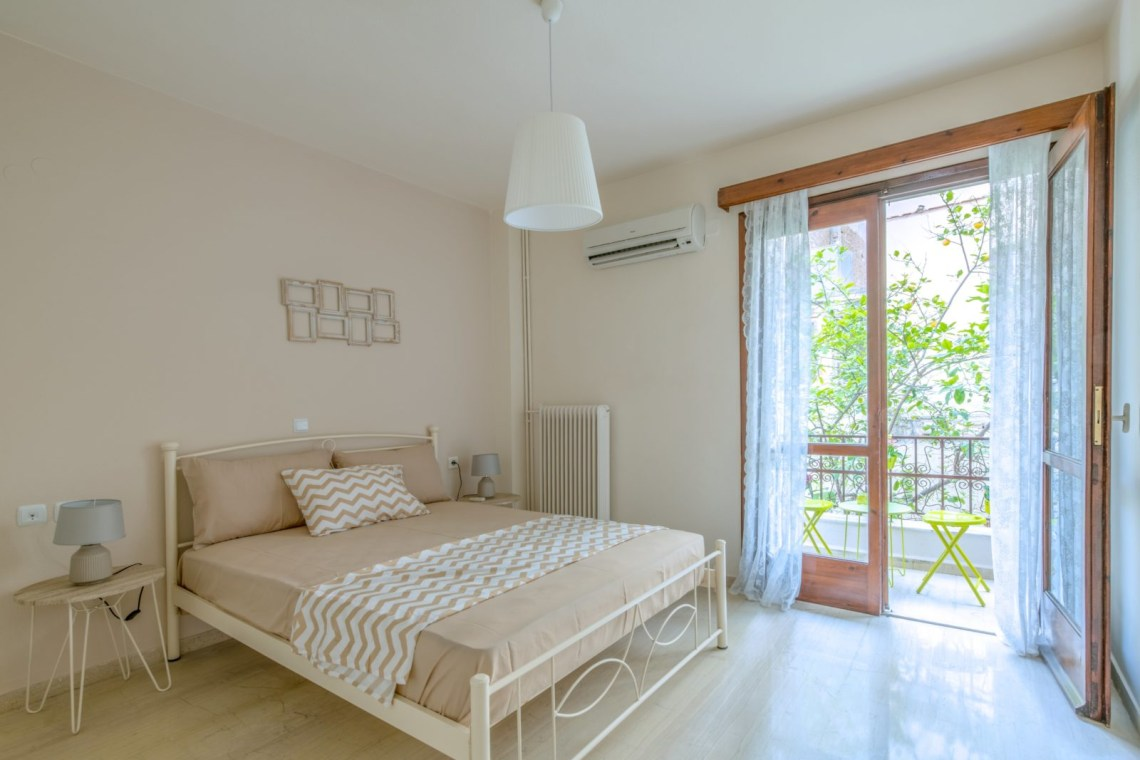 Bed and breakfast apartment Heraklion centre family friendly excellent location spacious kidslovegreece value for money crete knossos