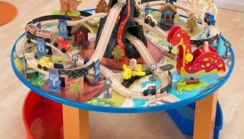 Dinosaur Train Set and Table