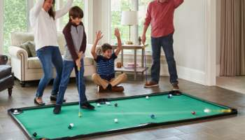 Worlds-Largest-Putting-Pool-Table