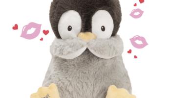 Kiss-Blowing-Singing-Penguin