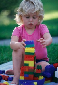 kid-playing-blocks-game