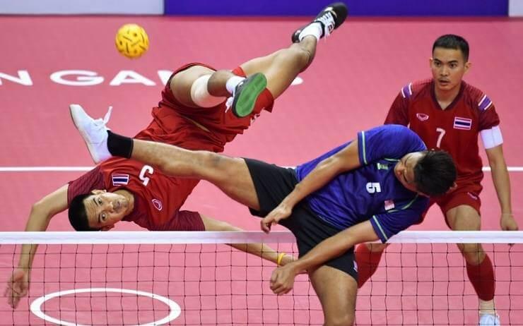 Sport insolite se jouant avec les pieds - Sepak Takraw