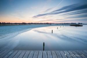 Blauwestad na zonsondergang