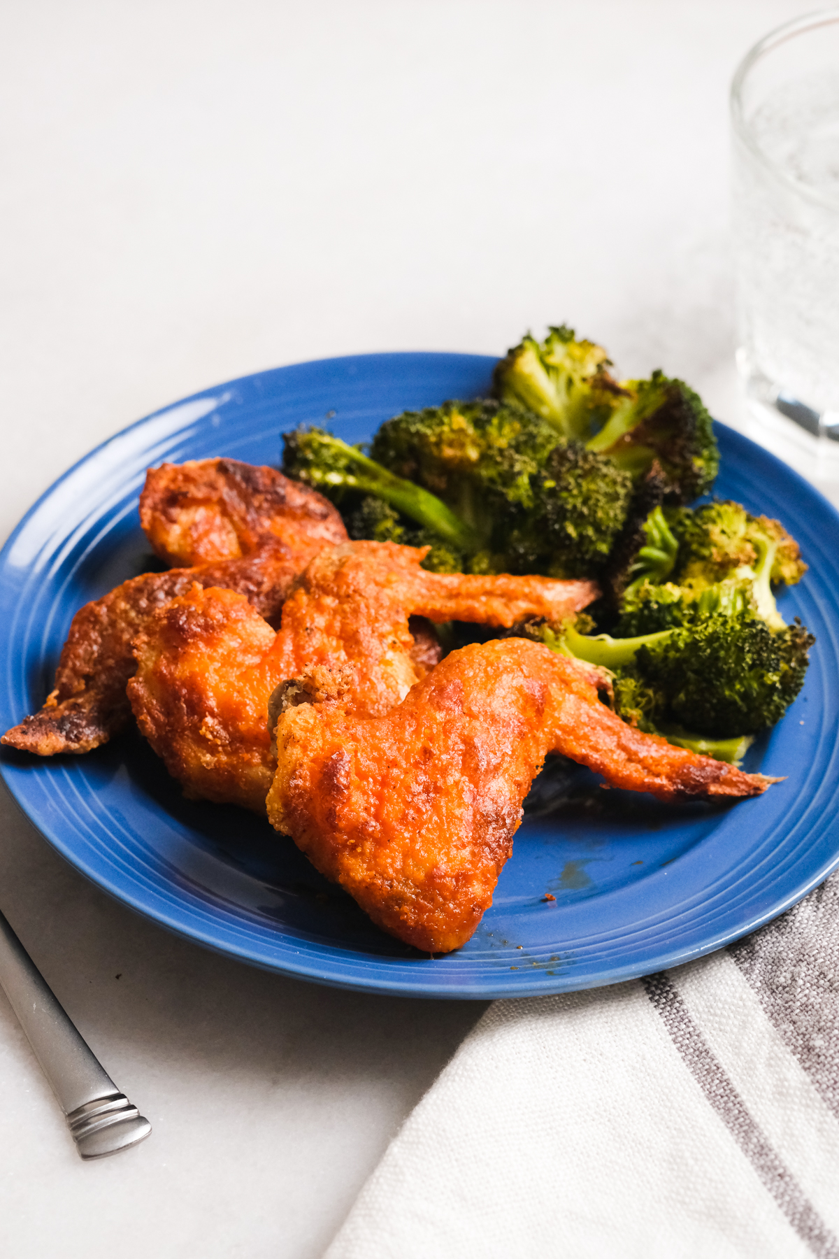 buffalo wings with broccoli
