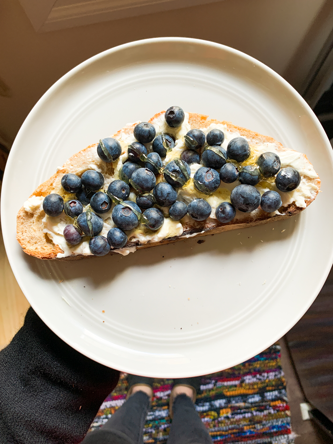 easy snack idea toast with cream cheese and berries
