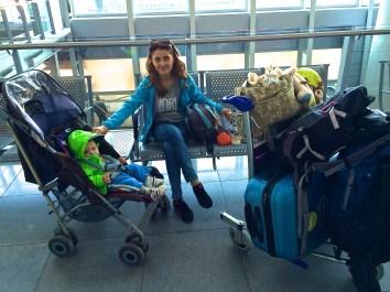 Mama zestresowana - jeszcze na lotnisku w Warszawie
