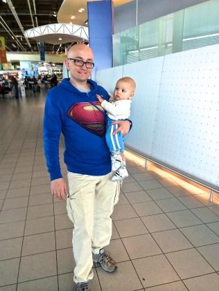Zwiedzam Schiphol z tatą