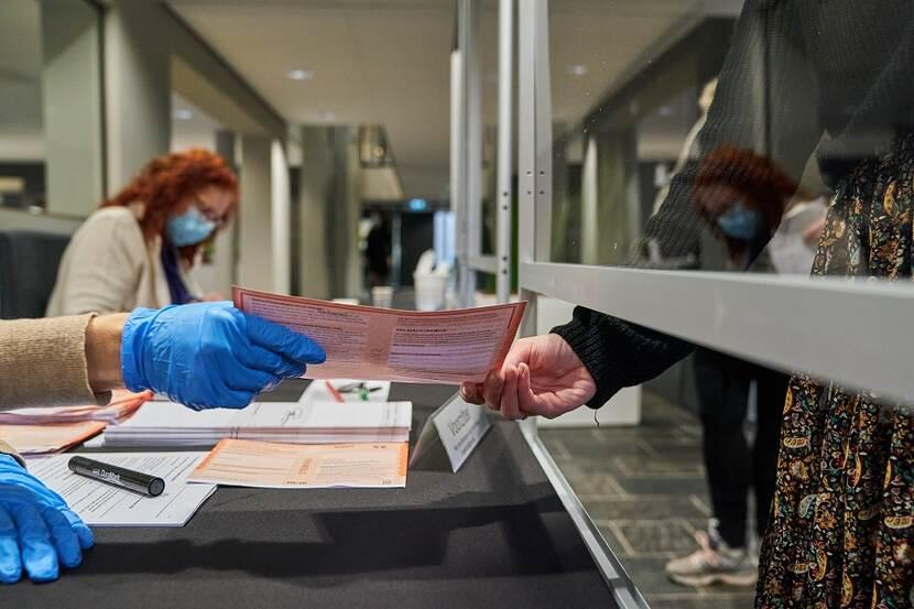 overzicht belangrijkste corona maatregelen tweede kamerverkiezing 2021 verkiezingen kiesraad nl