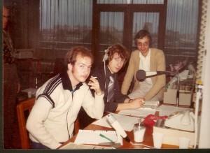 Het knulletje in het midden ben ik. Op de voorgrond collega-presentator John Paulus.