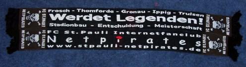 Netpirates - Schal, Vorder- und Rückseite