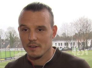 Portrait Alexander Meier, Spieler beim FC St. Pauli, vor den Trainingsplätzen
