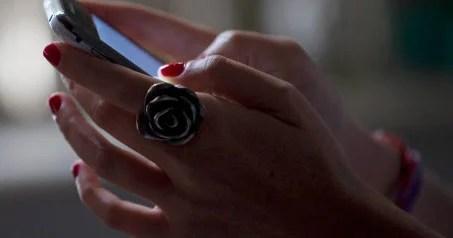 """Porogaramu """"Rastreador de Namorados"""" ikora gusa muri telefone zo mu bwoko bwa smartphone."""