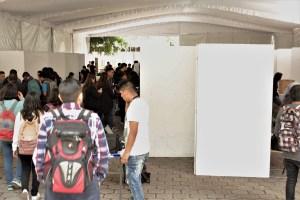Zona de exposición de proyectos y empresas dentro de la Reseña de la XXII Feria de Ingeniería Eléctrica en la UAM Iztapalapa