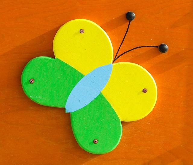 カラフルなおもちゃの蝶々