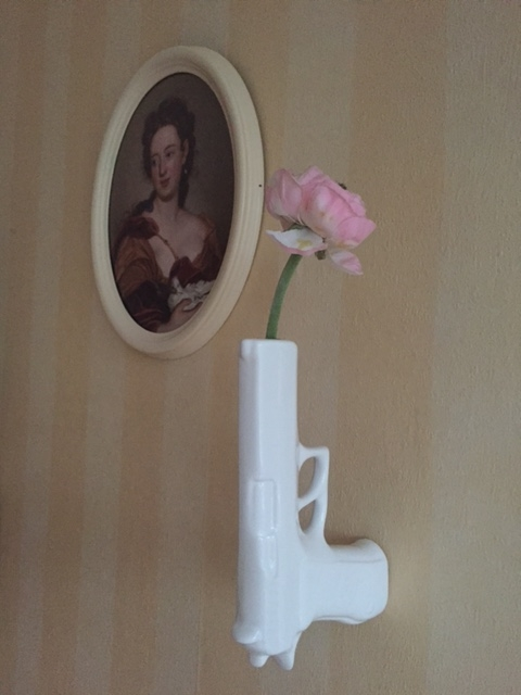 Gun Vase Suck UK