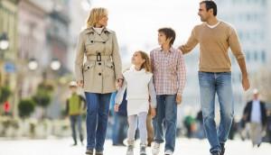 HH_stockfamilywalkingcity