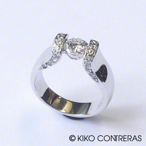 Sortija oro blanco y diamantes