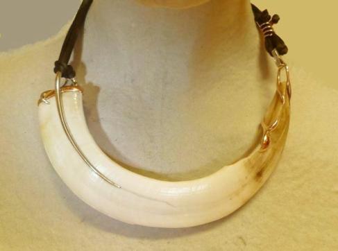 Gargantilla navaja de jabalí oro rosa y blanco