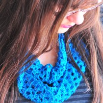 DIY Sparkly and Lacy Blue Crocheted Infinity Scarf Free Pattern