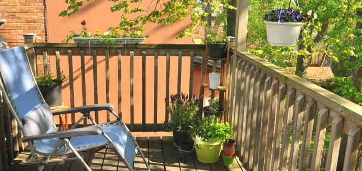 Small Apartments: Arranging a Balcony