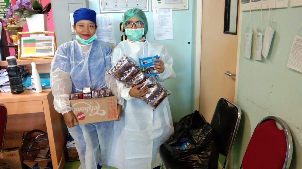 kegiatan bermanfaat selama wabah corona - membantu tenaga medis