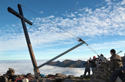 The cross going back up at the summit of the moutain