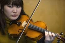 Moeka Suga at the fiddle workshop
