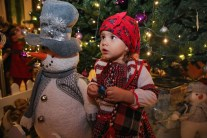 Andreea Mocanu admiirig the Christmas decorations