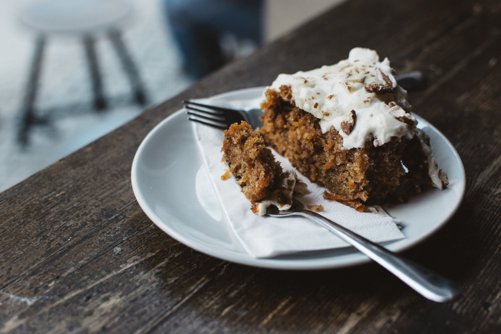 foodiesfeed.com__carrot-cake-in-a-café