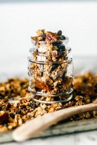 Healthy Homemade Granola {Cinnamon Raisin}