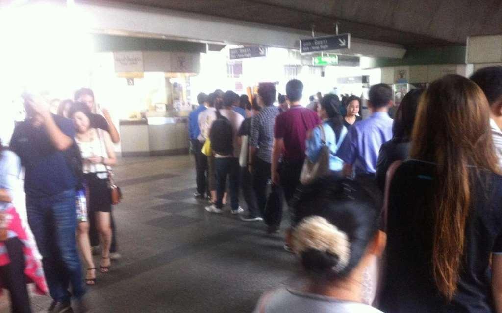 Traveling Bangkok's BTS - The line to get change