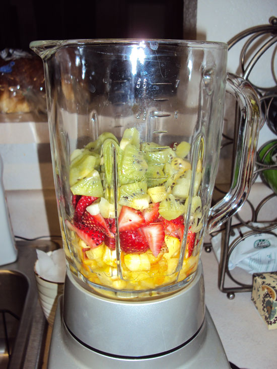 peaches, strawberries and kiwis in blender