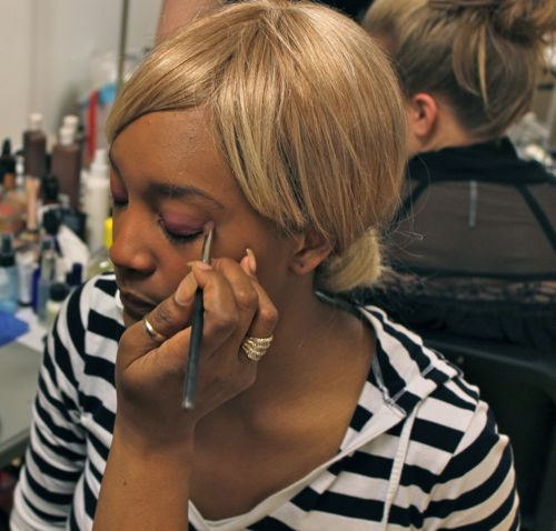 eyeshadow application backstage at fashion for a cause kansas city