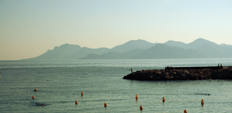 Sunset by the sea in Cannes, South of France | My gluten free experience in Cannes