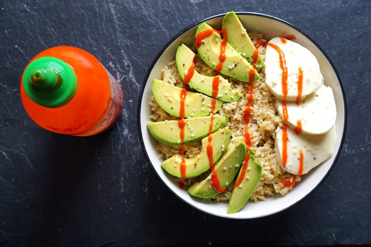 Sesame rice with avocado, mozzarella and sriracha sauce
