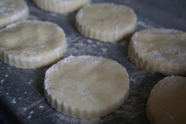 Plain gluten free scones / making process
