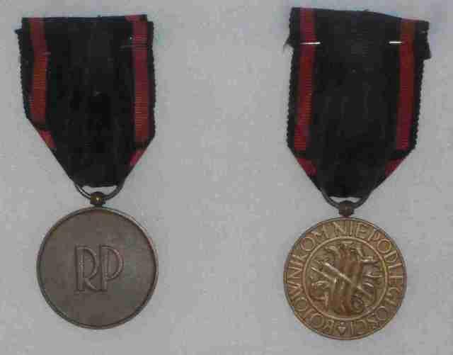 Krzyż i Medal Niepodległości - Medale Niepodległości moich Dziadków