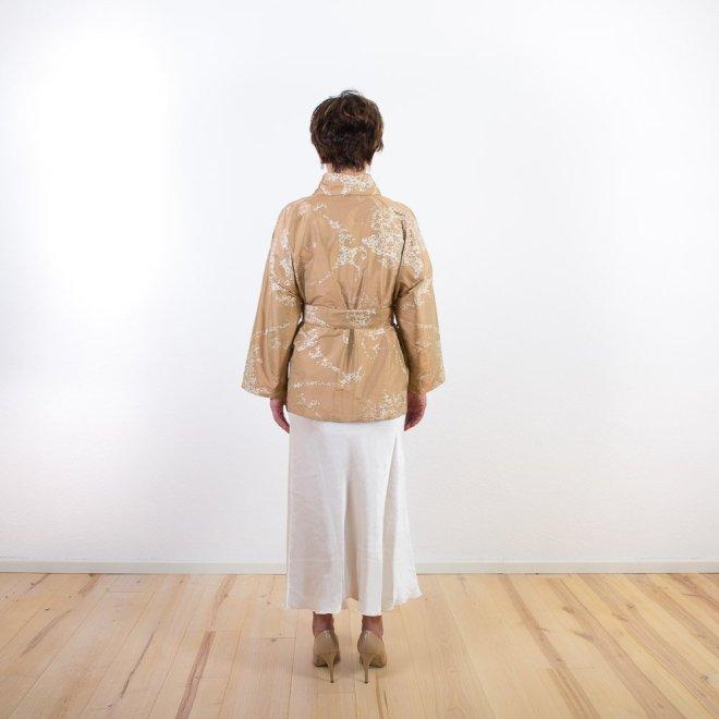 Seiden-Kimono Goldfarben | Credit: KimonoManufaktur.de