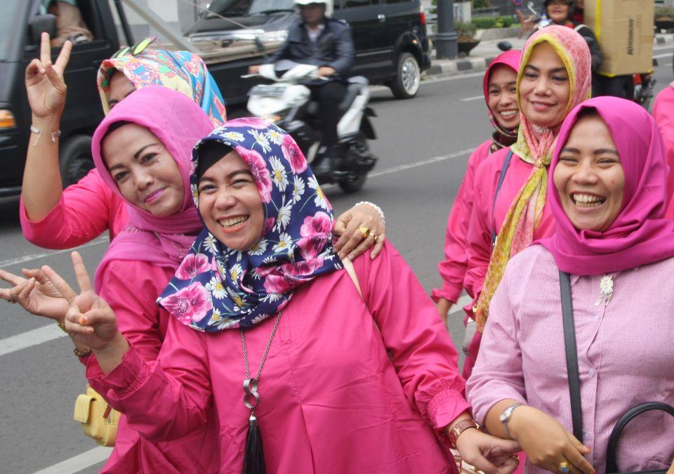 happy muslim women moslim vrouwen indonesië indonesia