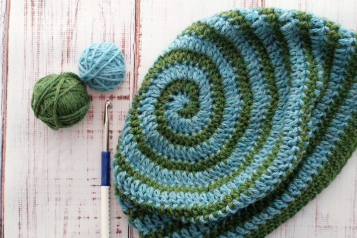 Crochet hat with 2-color spiral