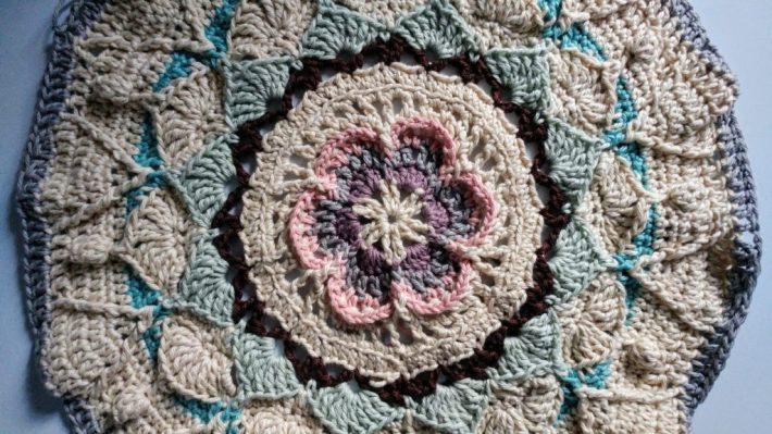 Sophie's Universe crochet blanket, Part 3 – https://www.kimwerker.com/blog