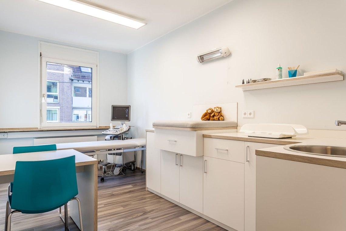 Moderne Kinderarzt-Praxis in Köln privat und Kassen