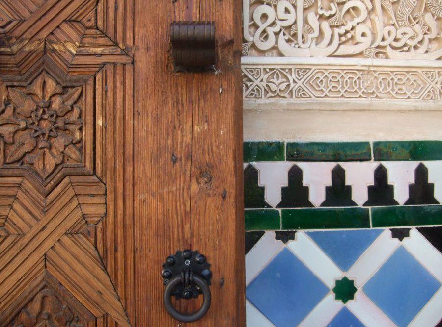 Kalligraphie und Mosaike an der Alhambra