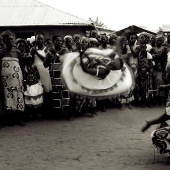 voodoodans tijdens een ceremonie