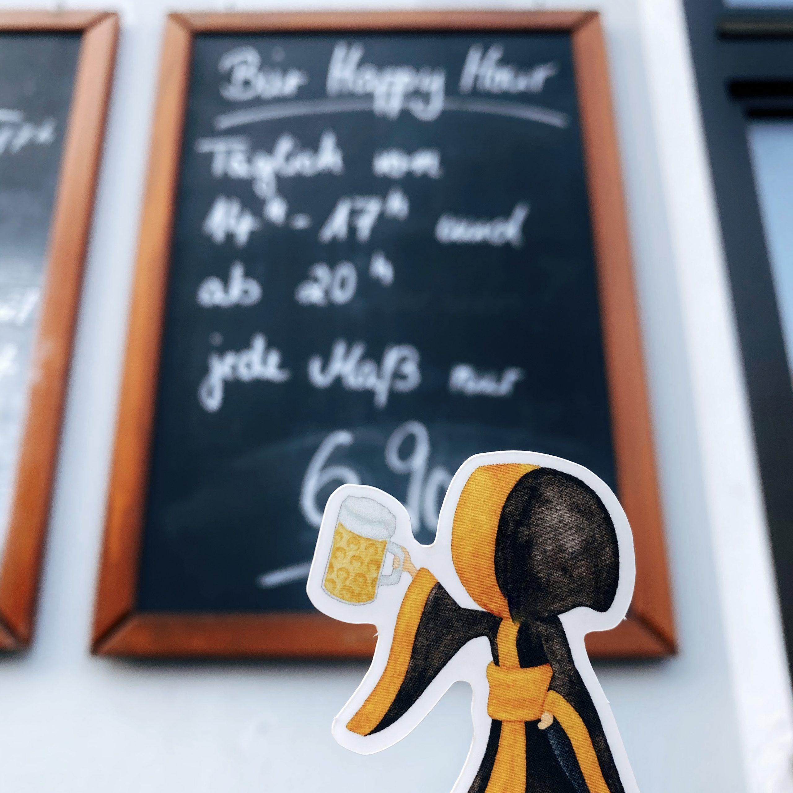 Münchner Kindl mit Maßkrug. Prost vorm Biergarten! - Aufkleber Sticker