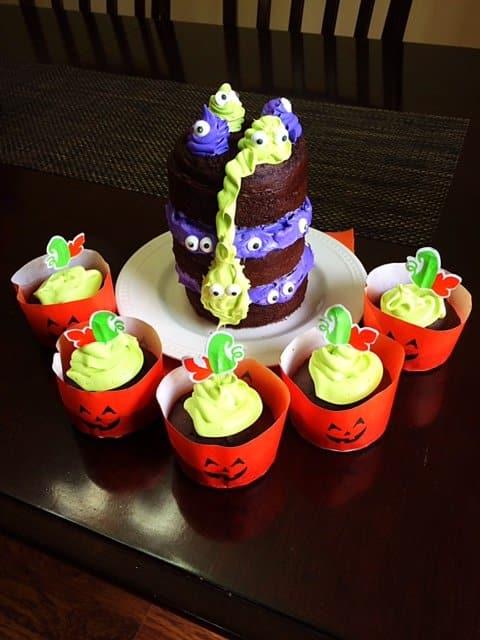halloween cake and pumpkin cupcakes